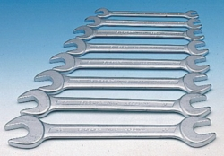 Double open-ended spanner set