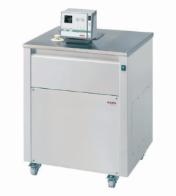 Ultra-low refrigerated circulator baths with extended temperature range